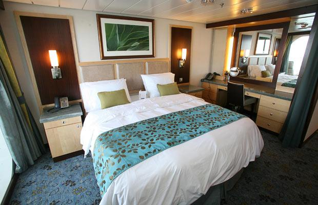 Oasis of the Seas grand-suite-bedroom