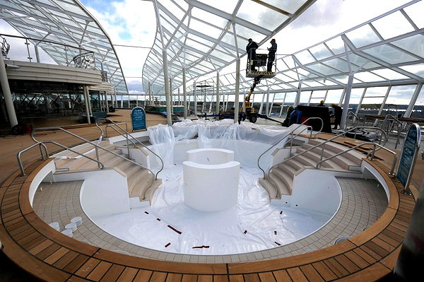 Oasis-of-the-Seas-Solarium-Deck